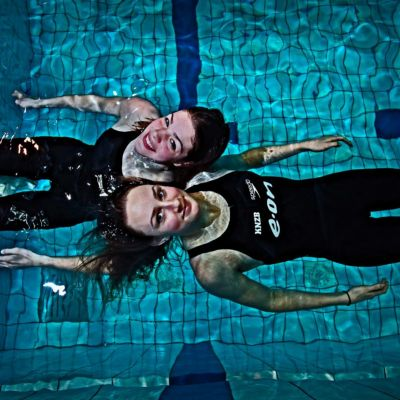 <strong>Zwemsters Annemarie Worst  en Femke Leenstra</strong>