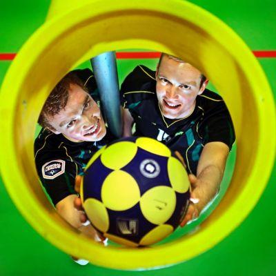 <strong>Korfballende broers André en Erwin  Zwart</strong>